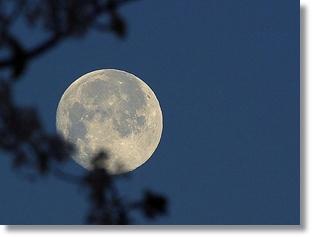 Moon_at_night